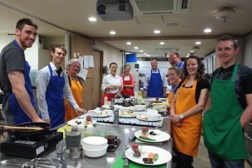 Chef Lee con gli studenti