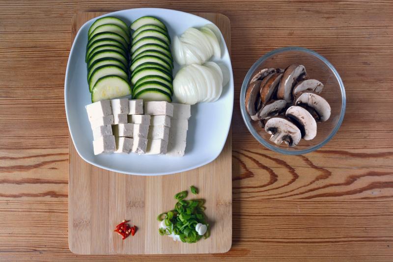 dwenjang jjigae ingredienti a fette