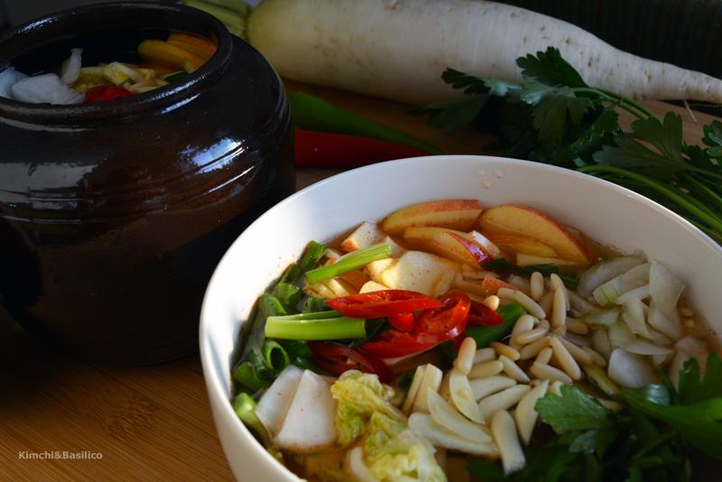 Mul kimchi – kimchi acquoso di cavolo e rafano daikon