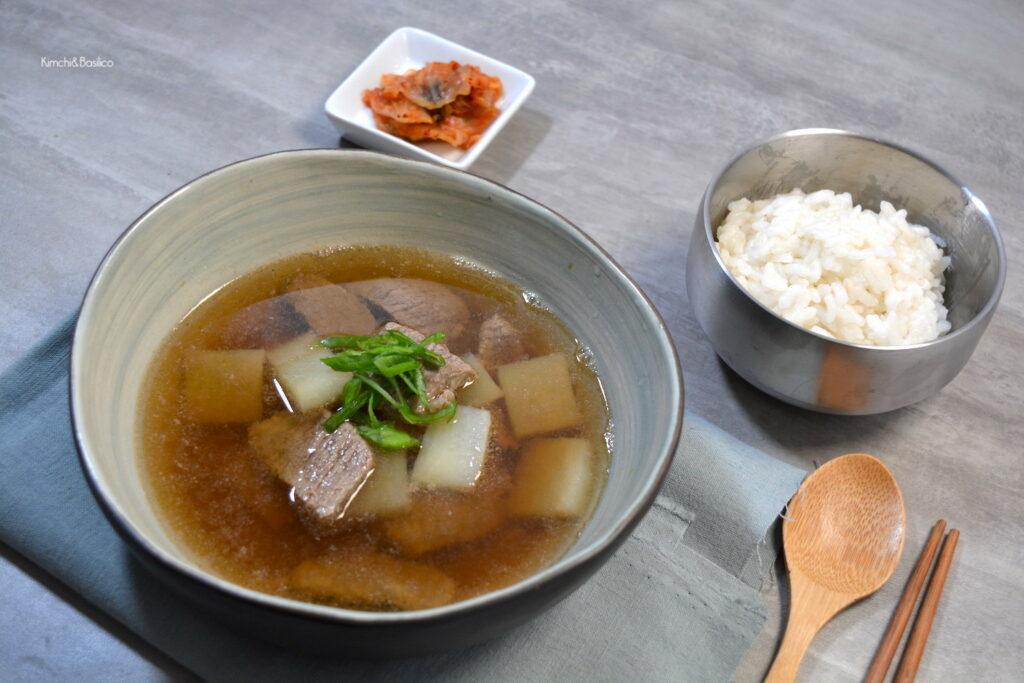 sogogi mu guk evidenza 2 zuppa di manzo e ravanello